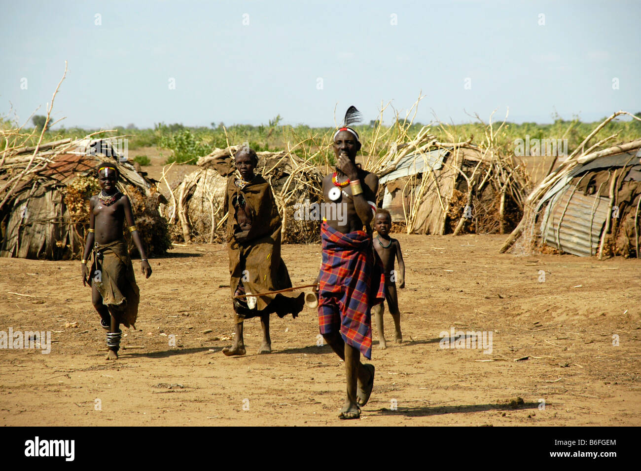 Chieftain with delegation, Omo River, Dashenesh people, Ethiopia, Africa - Stock Image