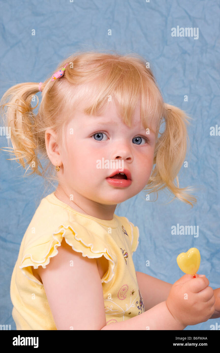 Blonde little girl, 2 years, with lollipop - Stock Image