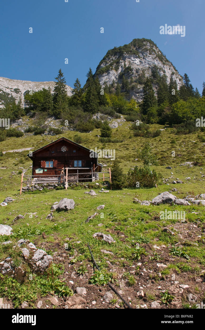 Hut on the Kaiser Hochalm or High Mountain Meadow on the Wilder-Kaiser-Steig or track up the Wild Keiser in the - Stock Image