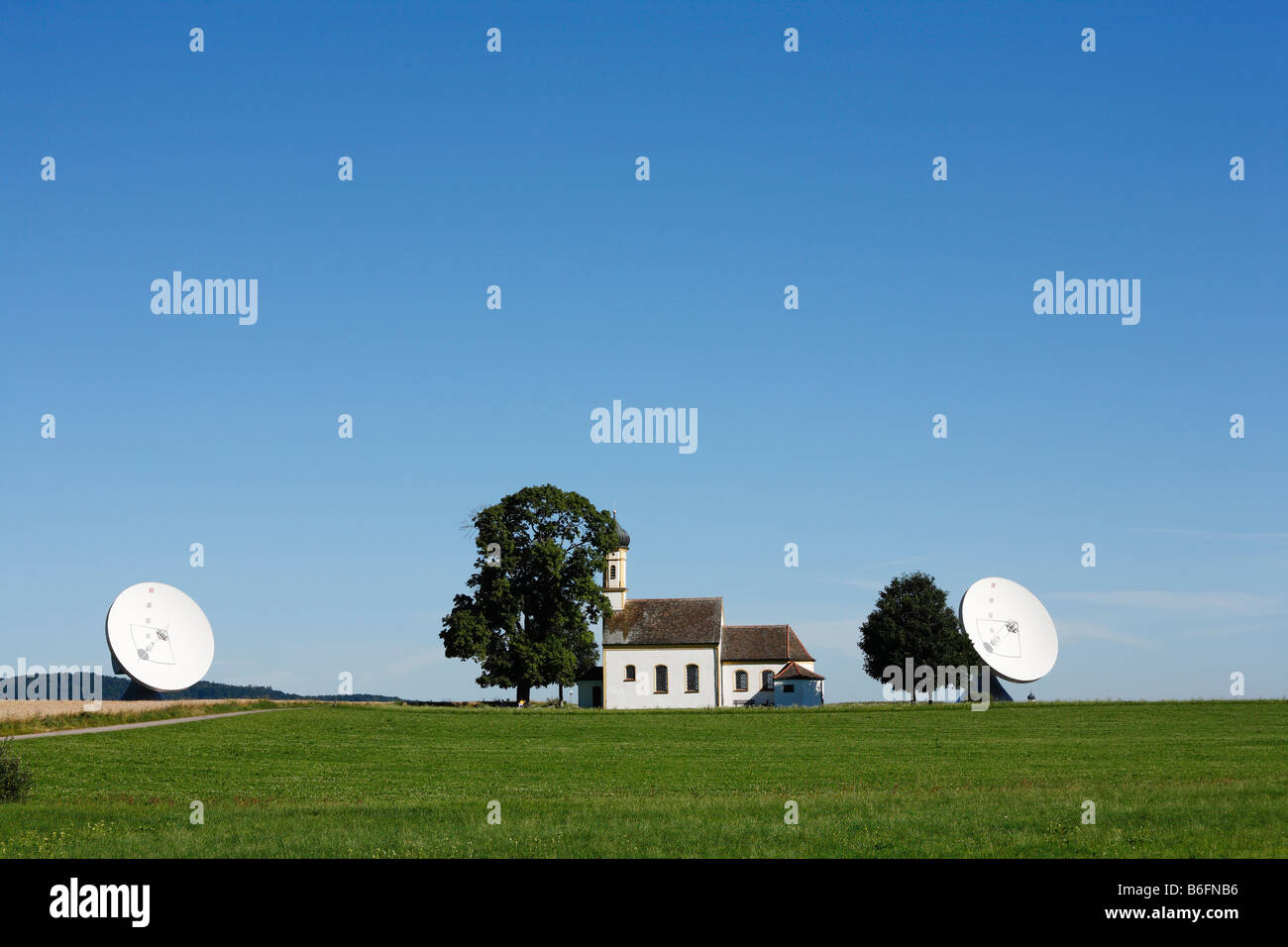 Radar facility, Raisting radar dome with St. Johann's Chapel, Pfaffenwinkel, Upper Bavaria, Germany, Europe - Stock Image