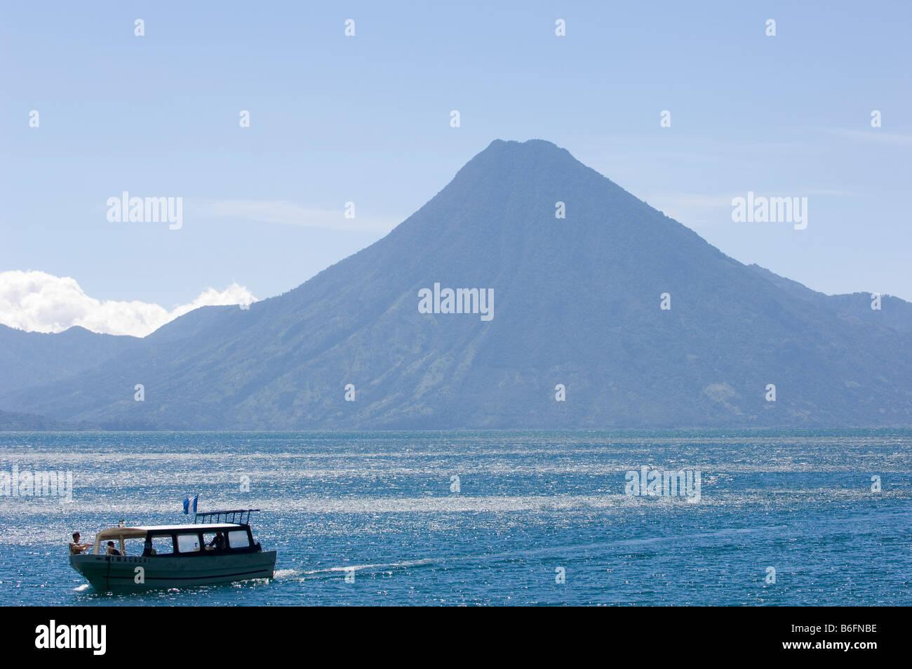 Lago de Atitlan, Guatemala. Passengerboat plying the lake. Volcan San Pedro on background - Stock Image