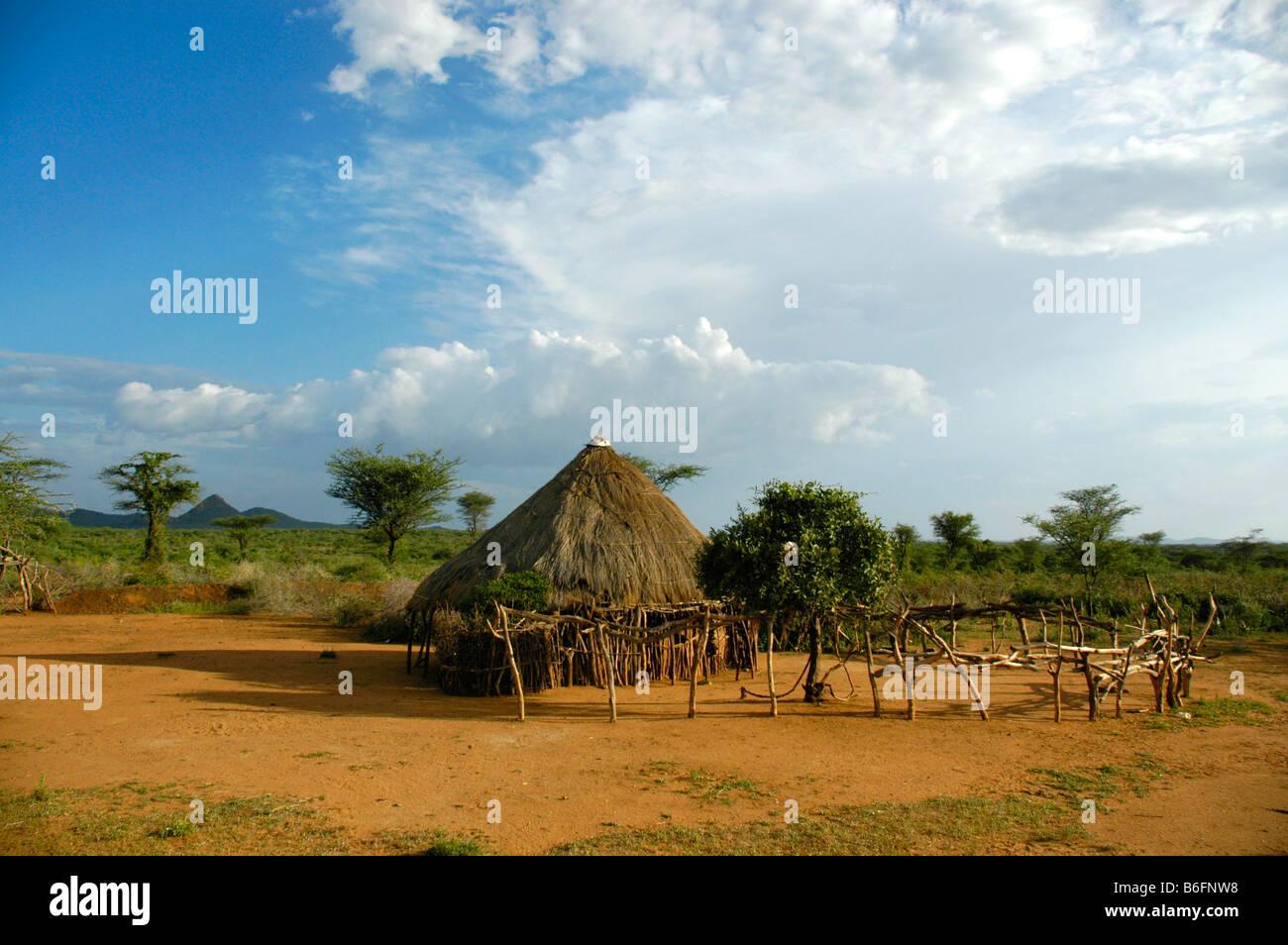 Simple hut in the bush savanna, Turmi, Ethiopia, Africa - Stock Image