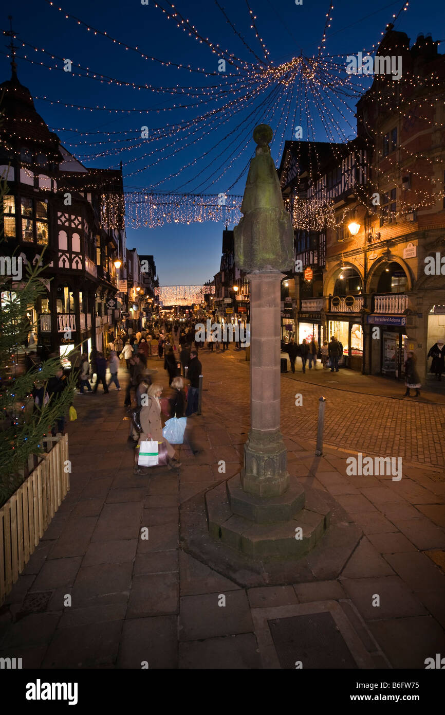 UK Cheshire Chester The Cross Christmas shoppers at dusk - Stock Image