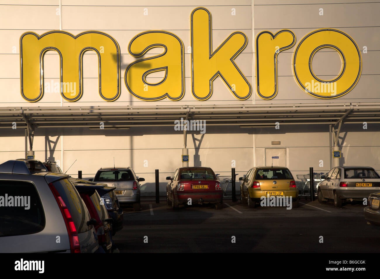 Makro shop building and car park Ipswich Suffolk England - Stock Image