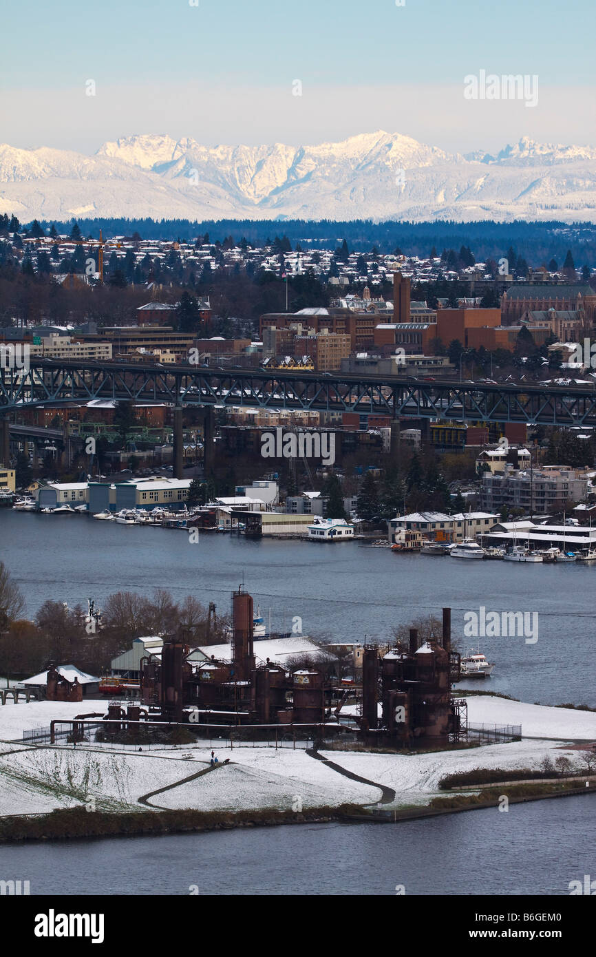 Gasworks Park and snow covered Cascade Mountains, Seattle, Washington - Stock Image