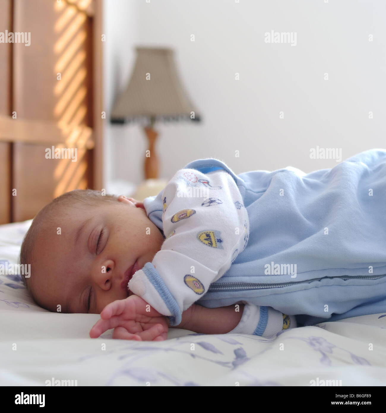 ca44fc54c 0-3 months old baby boy sleeping in parents bed Stock Photo ...