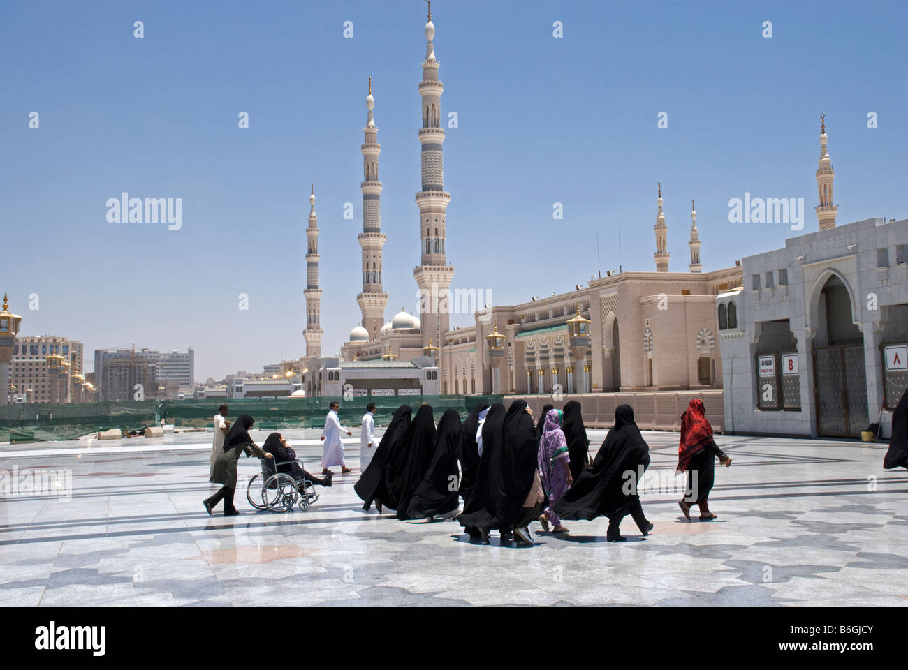 Women on their way for Dhur prayer The Mosque of the Prophet Masjid al Nabawi Madinah Saudi Arabia - Stock Image