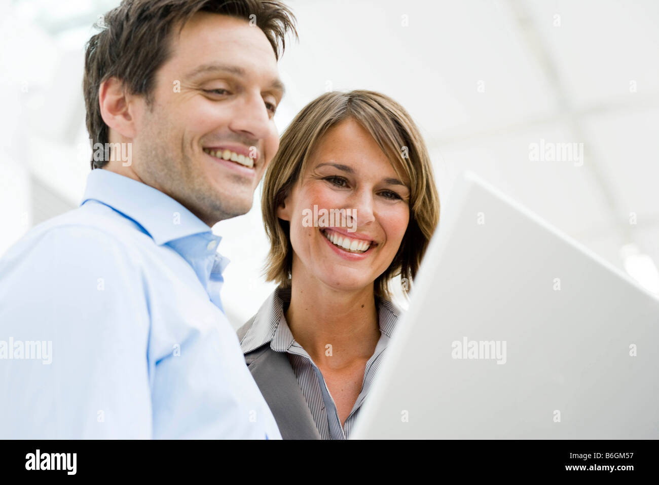 Couple looking at computer display - Stock Image