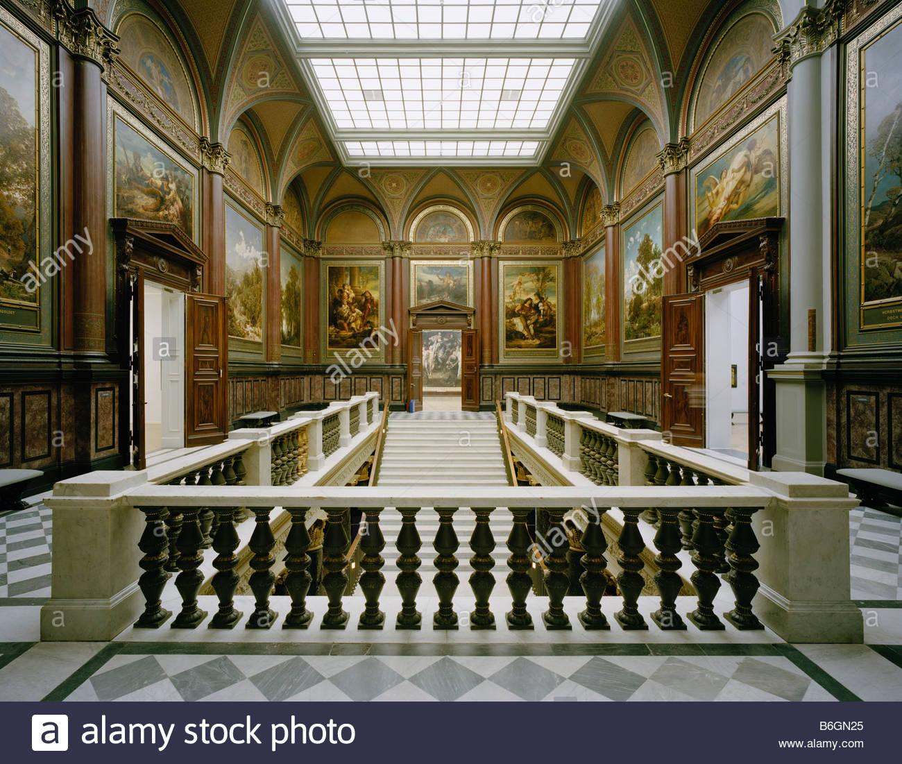 Hamburg, Kunsthalle Altbau, Treppenhaus von Oben Stock Photo ...