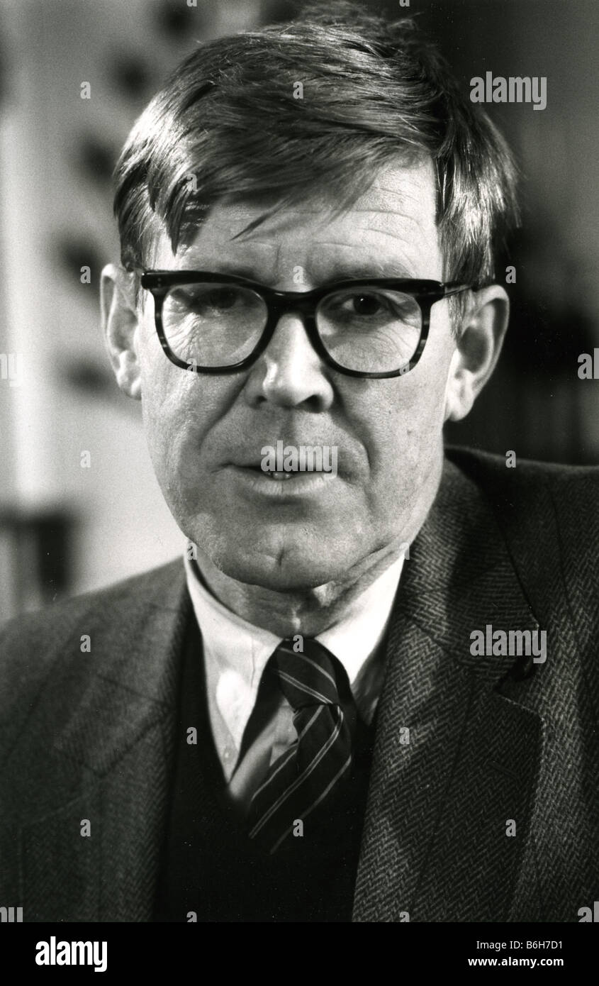 ALAN BENNETT  English author and playwright in 1986 - Stock Image