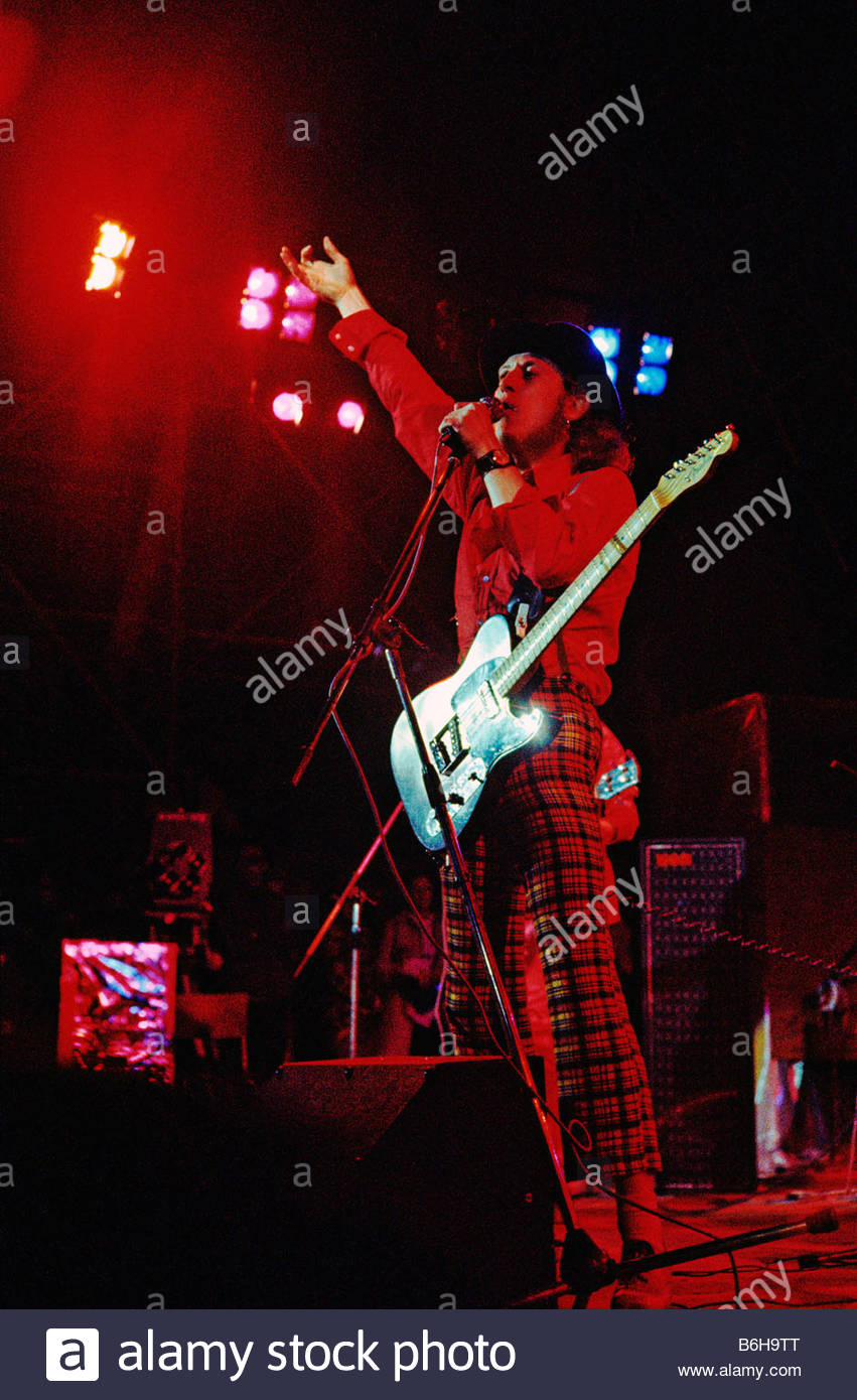 Noddy Holder of pop group Slade at an open air festival in 1972 Stock Photo