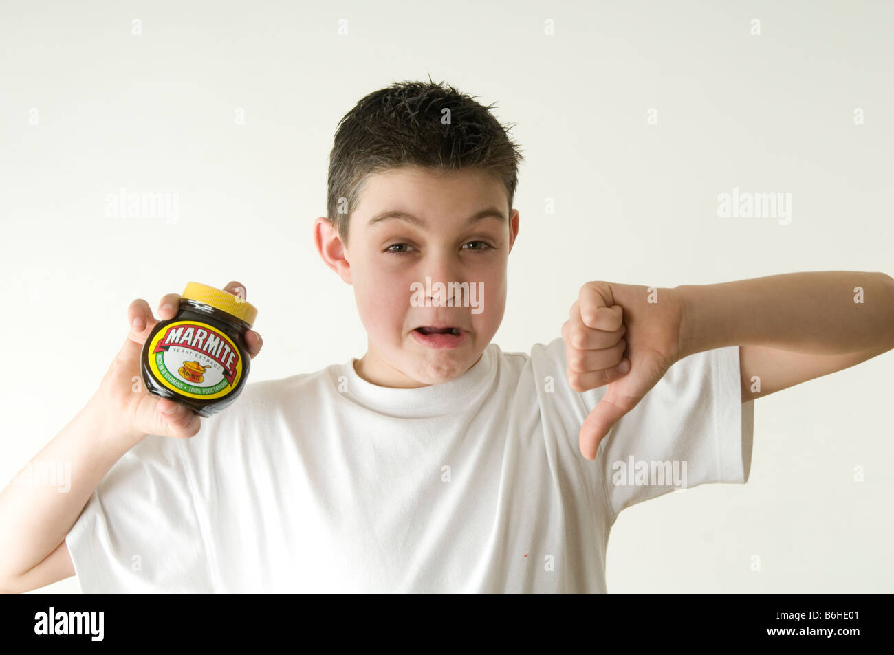 marmite love or hate it relationship acquired taste flavour flavor strong yuck yum yum - Stock Image