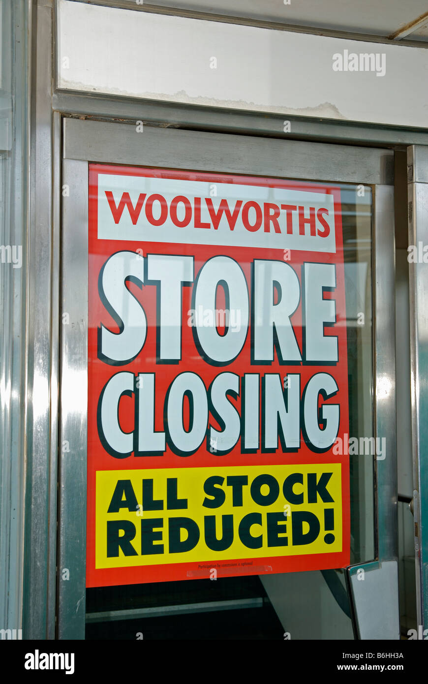 a woolworths store closing sign,uk - Stock Image
