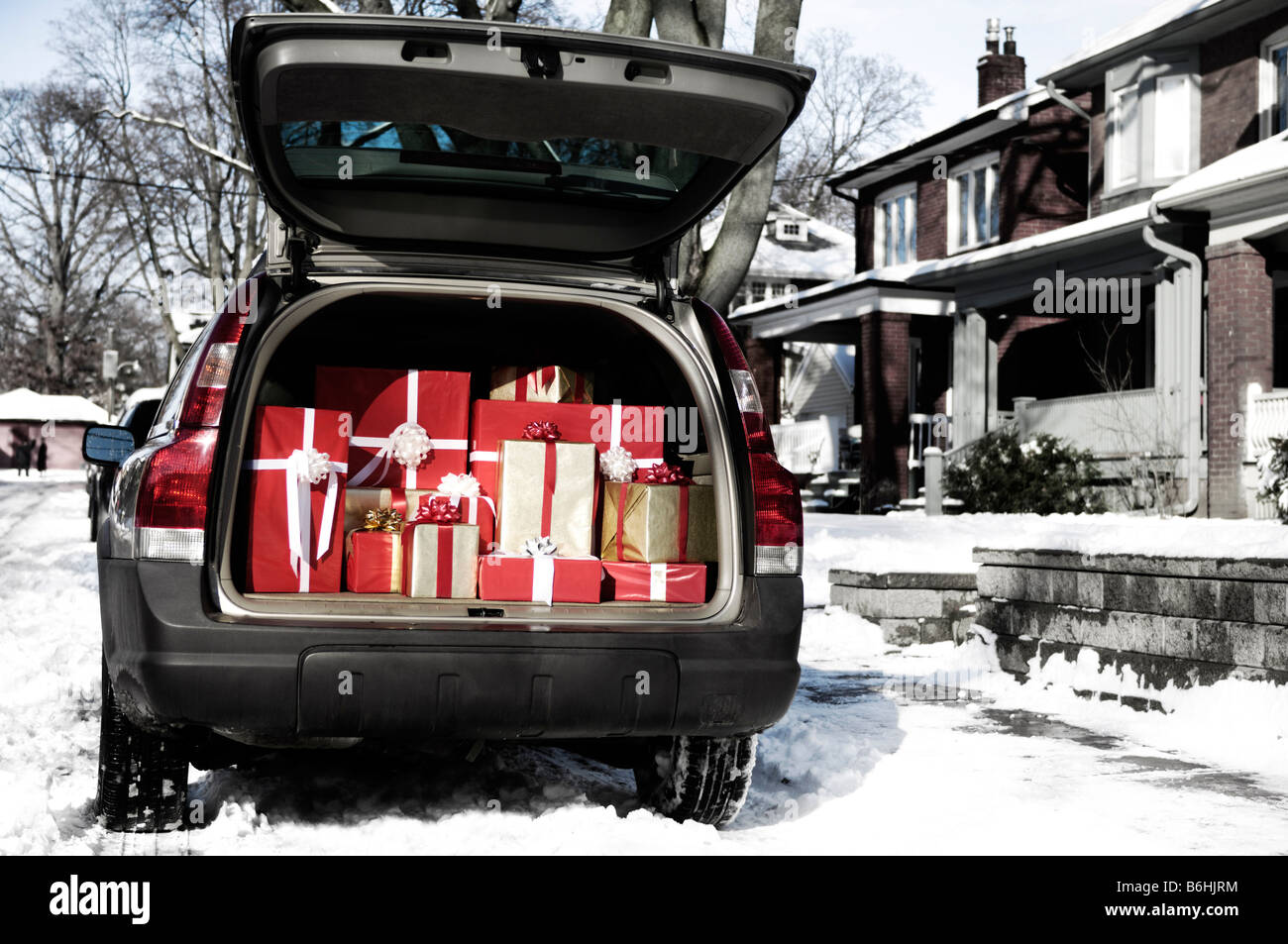Christmas gifts in a trunk of a car Stock Photo: 21286264 - Alamy