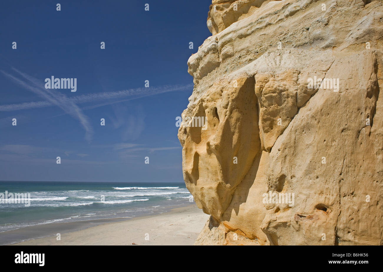 CALIFORNIA -  Weathered and eroded sandstone at the edge of the Pacific Ocean near Flat Rock in Torrey Pines State - Stock Image