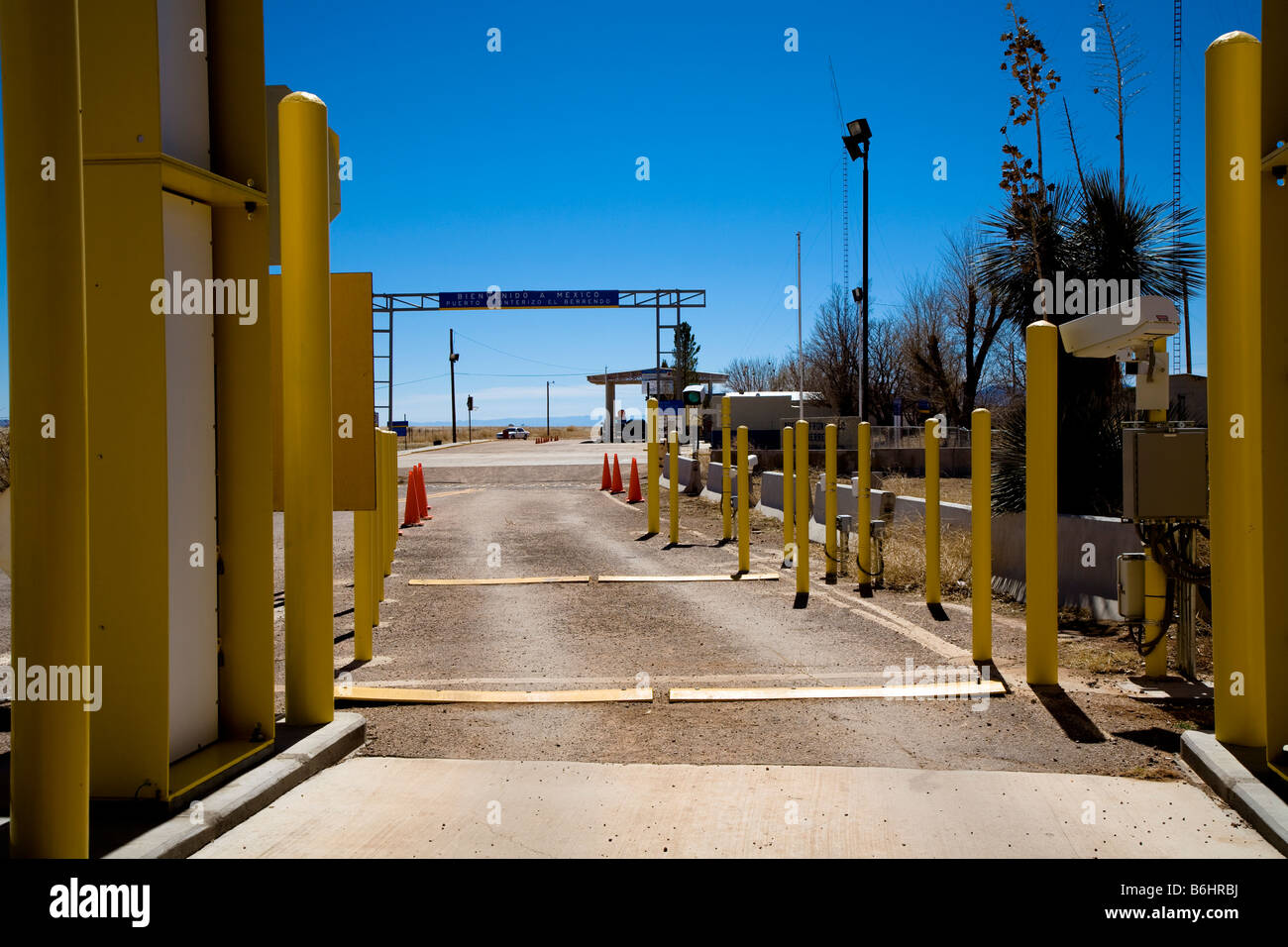 Border post between United States in New Mexico and Mexico, looking from the American side on State Route 81 Stock Photo