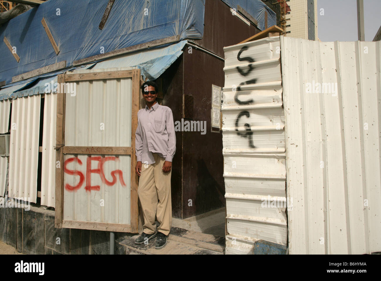 South Asian migrant worker at a construction site in Doha, Qatar. - Stock Image