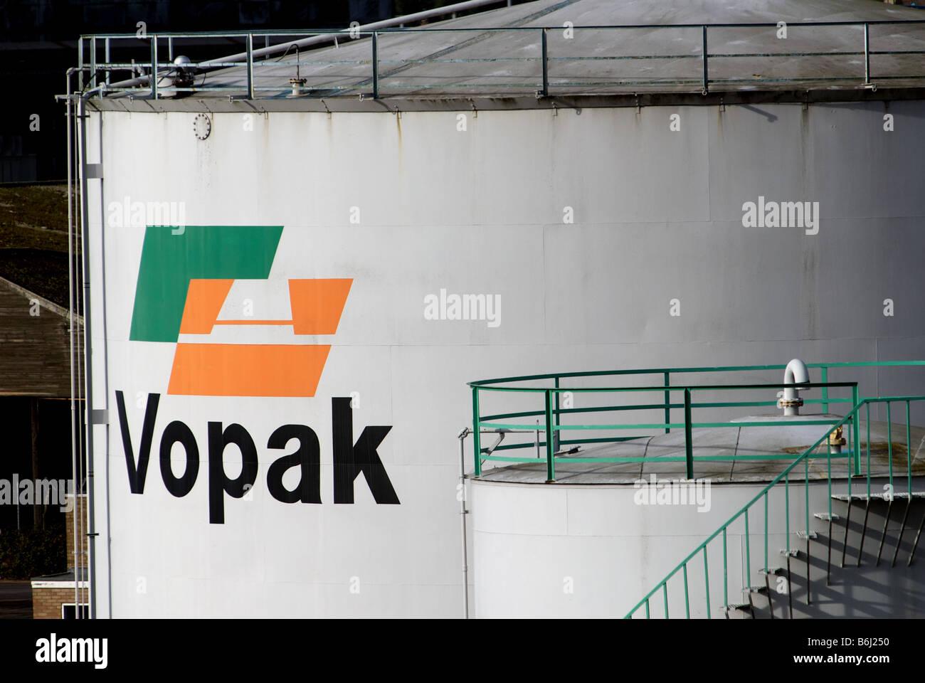 Petrochemical Storage Tanks Stock Photos & Petrochemical Storage ...