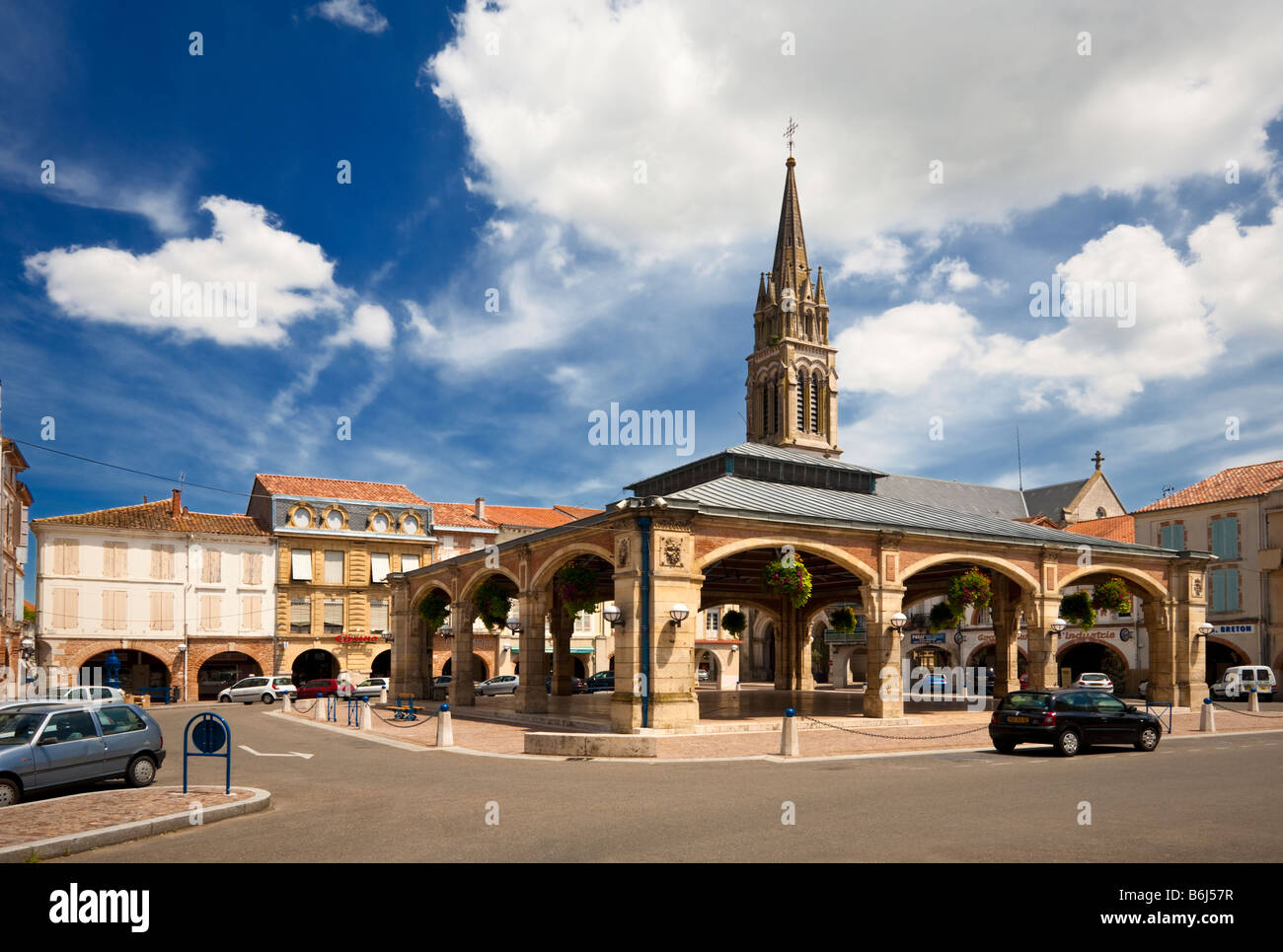the covered market square at valence d 39 agen tarn et garonne france stock photo 21297579 alamy. Black Bedroom Furniture Sets. Home Design Ideas