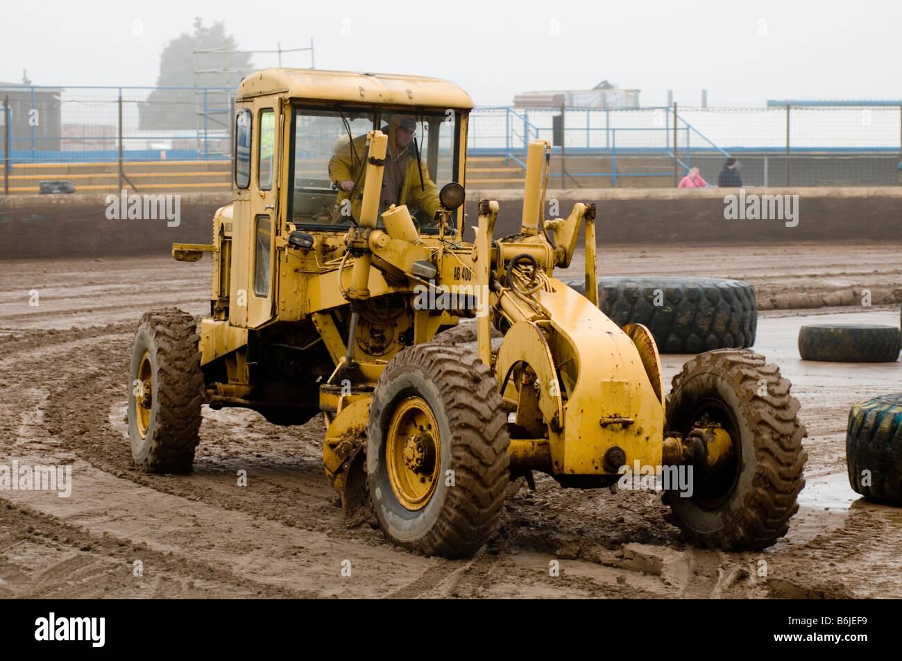 road building grading grader earthmoving equipment earth mover moving construction blade scrape scraper scraping - Stock Image