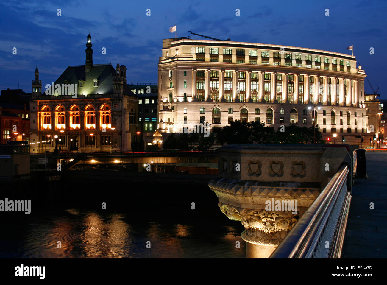 UK; England; London. The Unilever House at Victoria Embankment in London with the Blackfriars Bridge in the foreground Stock Photo
