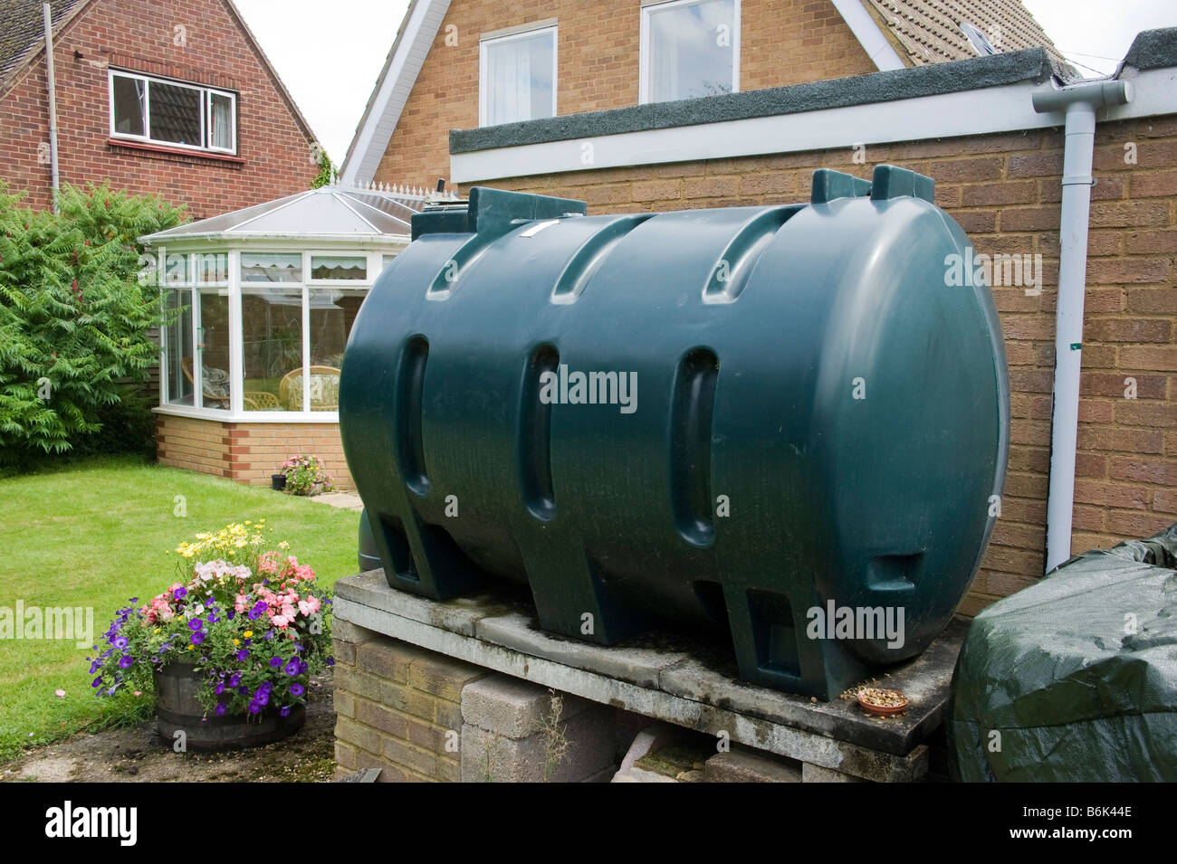 Domestic Home Heating Oil Tank Stock Photos & Domestic Home Heating ...
