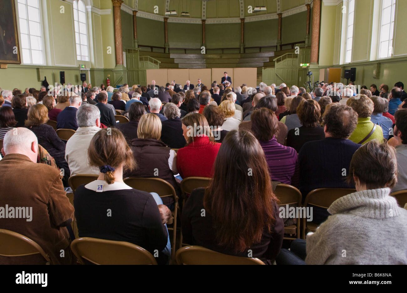 Members of the public pack a council meeting in Herefords Shirehall to discuss school closures in the county - Stock Image