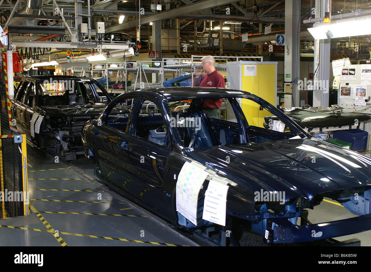 Freelander follows X-Type along the production line at Jaguar Land Rover's Halewood factory - Stock Image