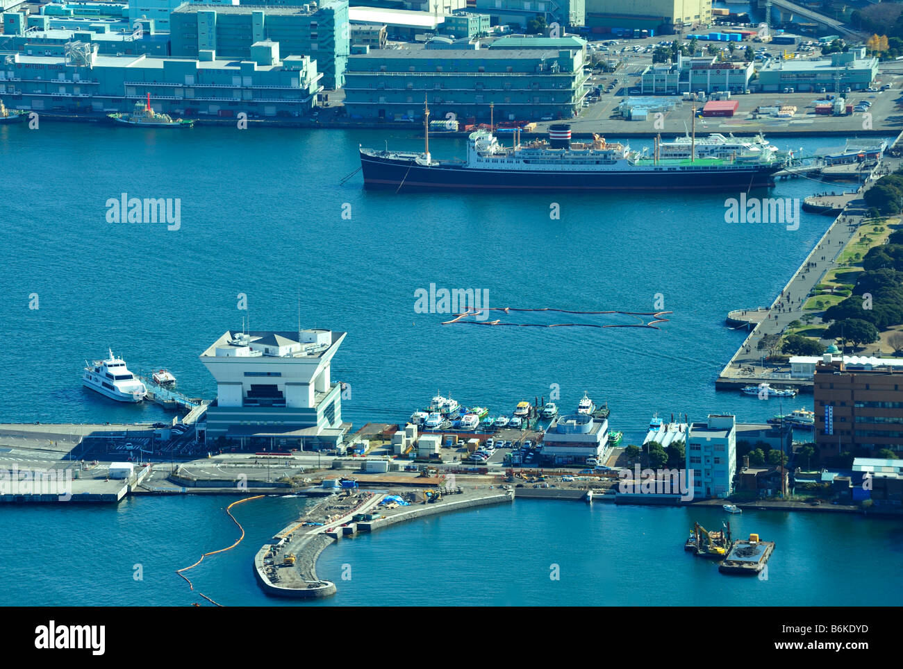 The Osanbashi Pier and the NYK Hikawa Maru (Aerial View), Yokohama JP - Stock Image