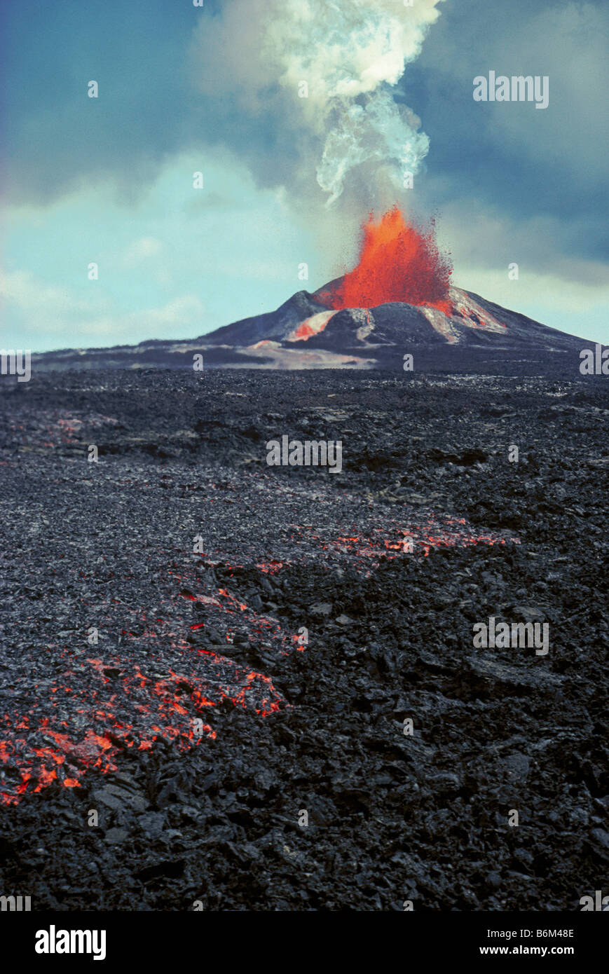 Puu Oo eruption and aa lava flow Hawaii Volcanoes National Park Island of Hawaii - Stock Image