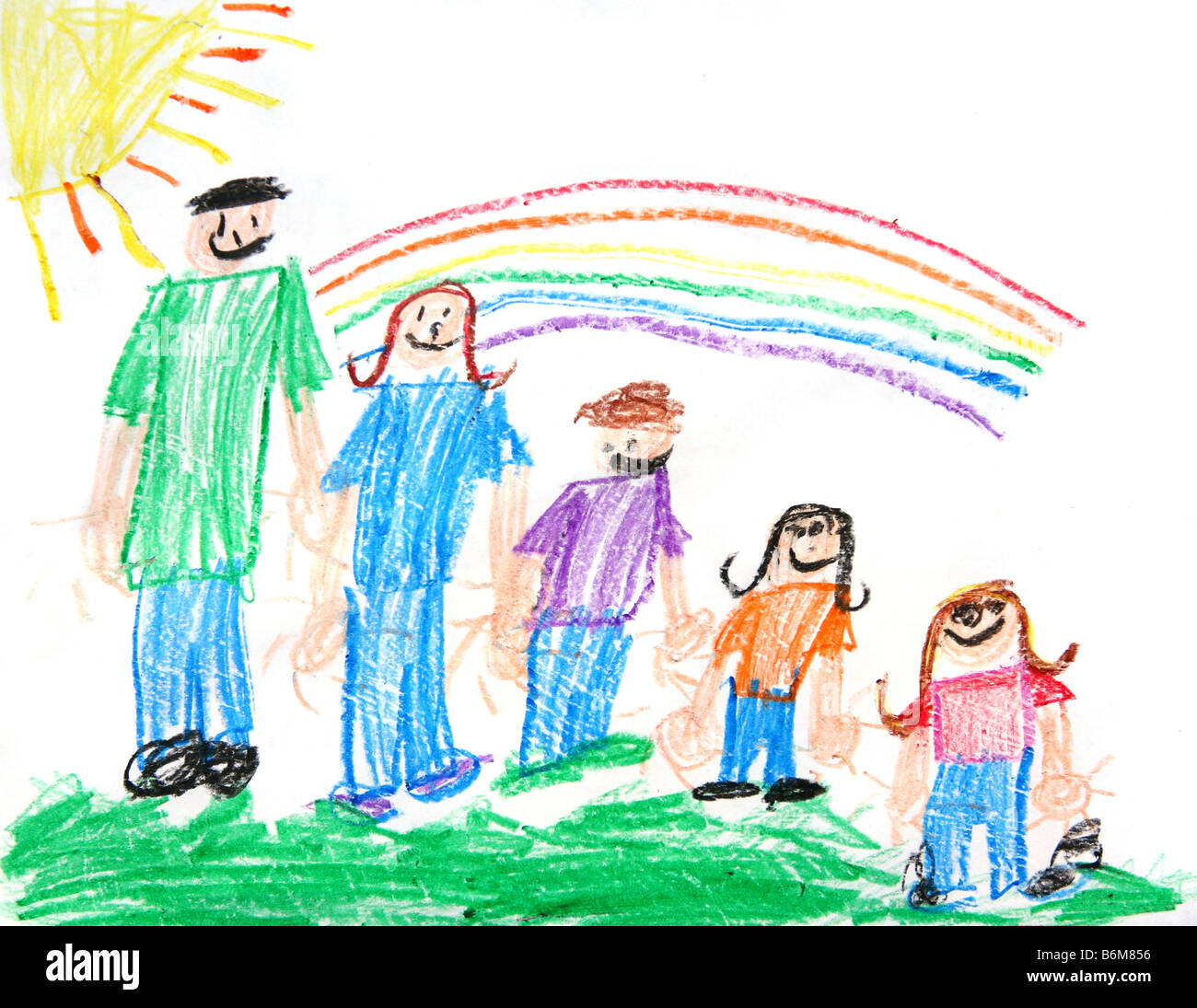 Childs Primitive Crayon Drawing of a Family of 5 People With a Sun and Rainbow - Stock Image