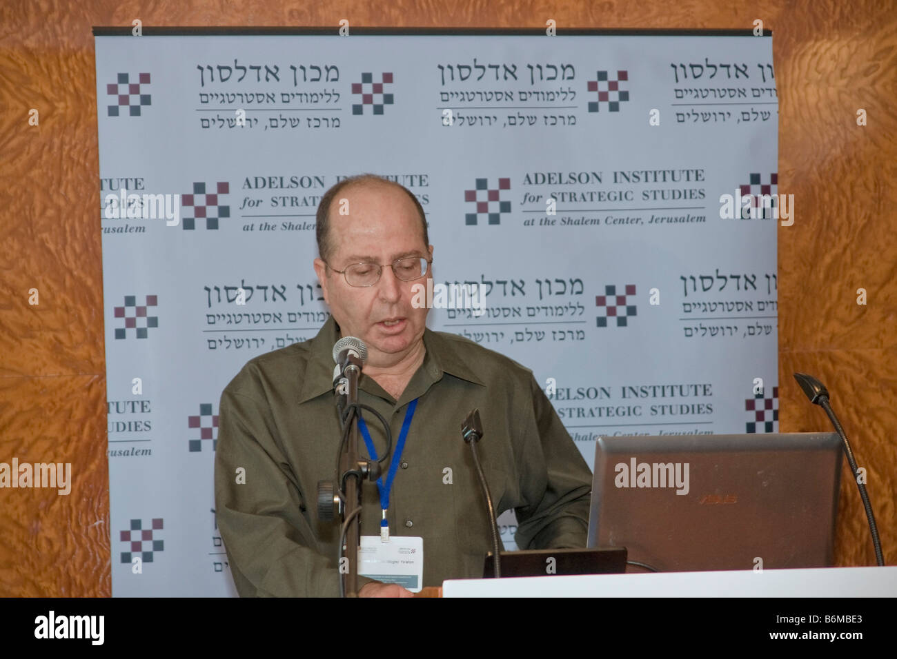 """Former Israeli Chief-of-Staff lt. General Moshe (""""Bogi"""") Yaalon delivers a lecture during Adelson Institute Dec. Stock Photo"""