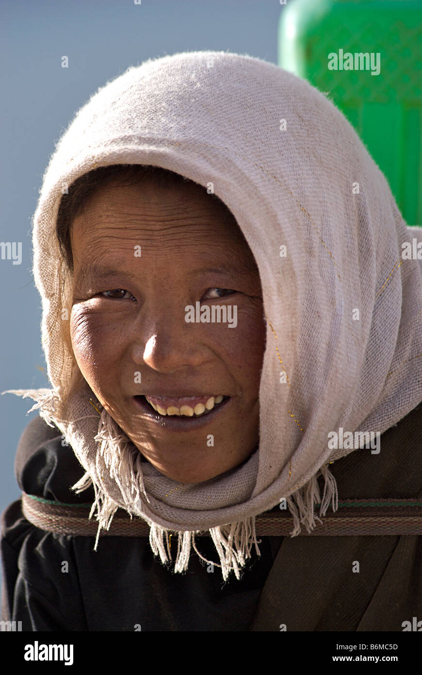 Tibetan woman carrying water, Nam Tso Lake, Tibet - Stock Image
