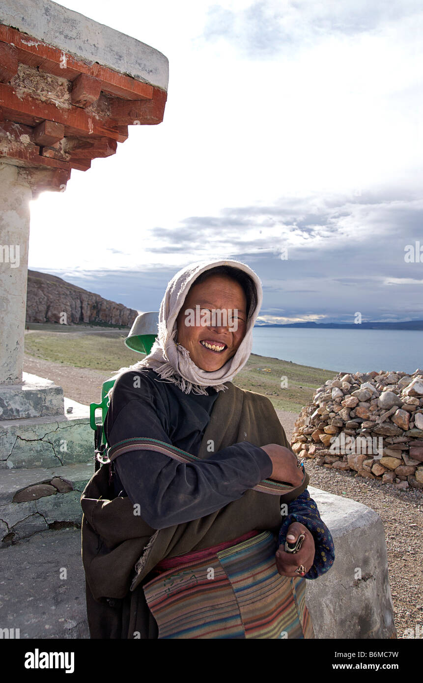 Tibetan woman, Nam Tso lake, Tibet - Stock Image