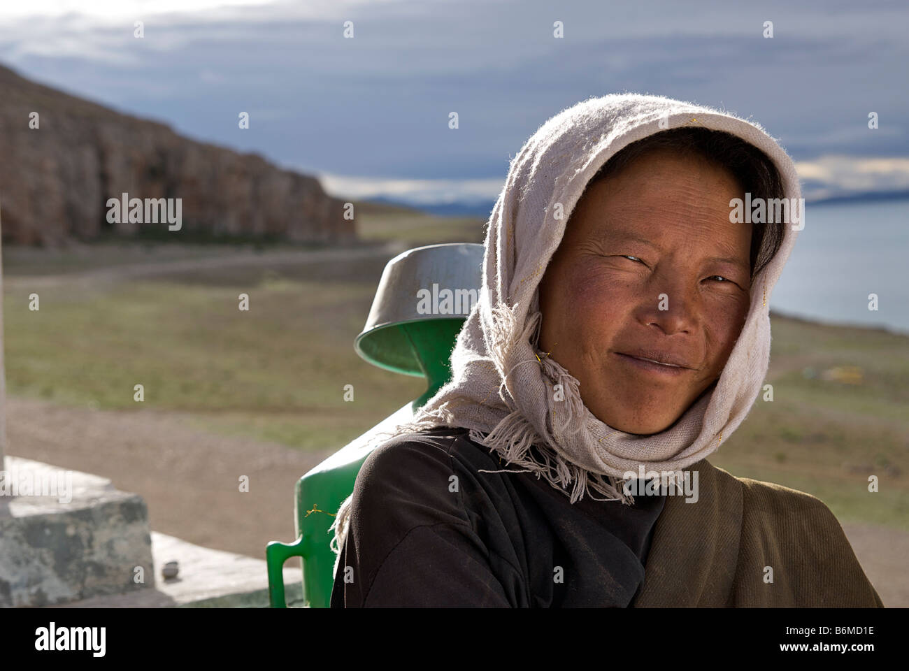 Portrait of a Tibetan woman at Nam Tso lake, Tibet - Stock Image