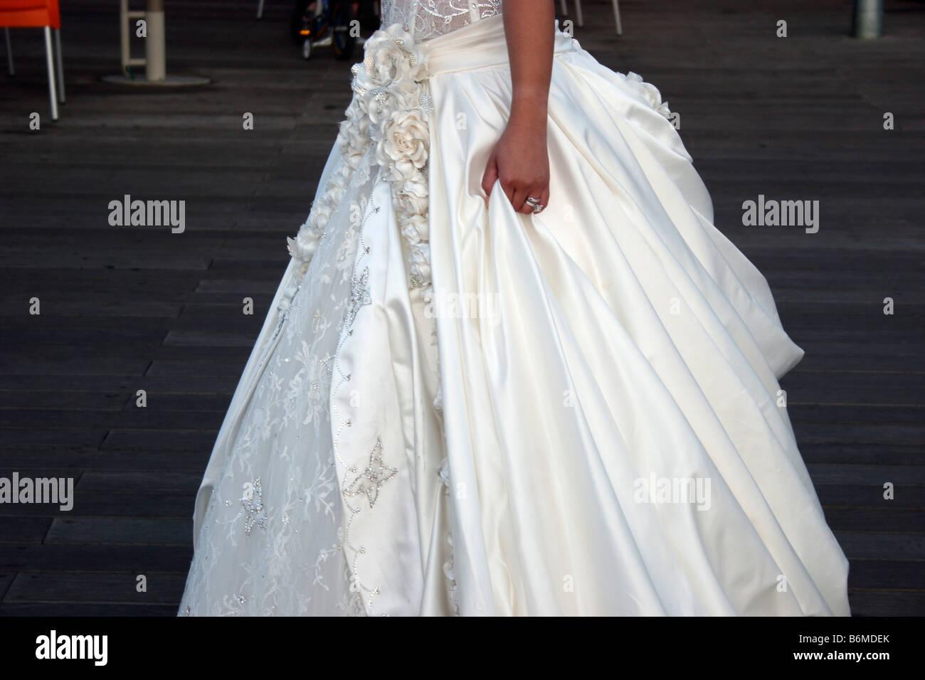 A Jewish bride in her wedding dress Stock Photo: 21347947 - Alamy