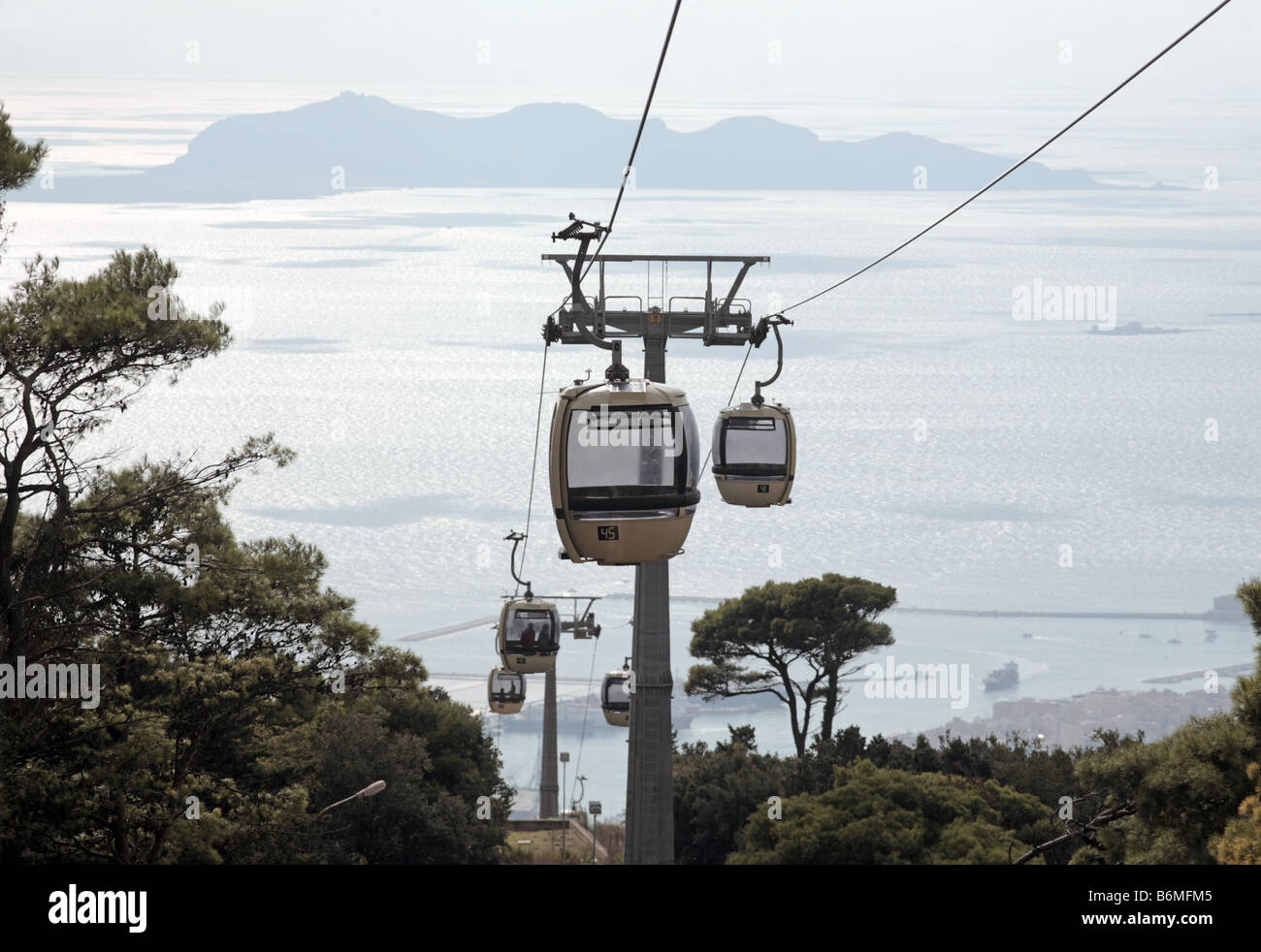 The funicular which goes from Trapani to Erice in Western Sicily, Italy. The island of Levanzo can be seen in the - Stock Image