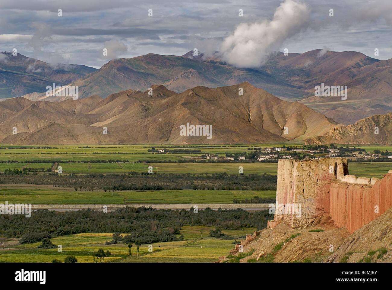 Old city walls of Gyantse, Tibet - Stock Image