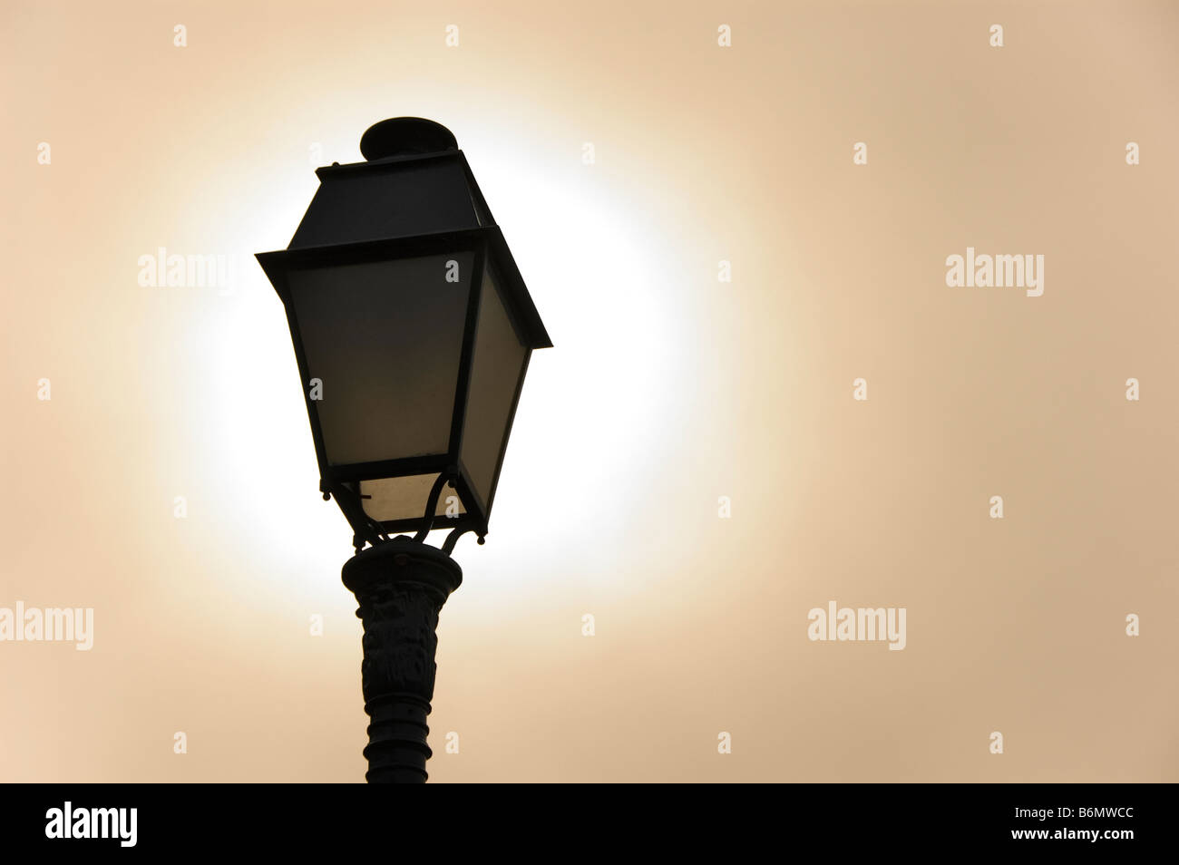 Sun light behind streetlight - Stock Image