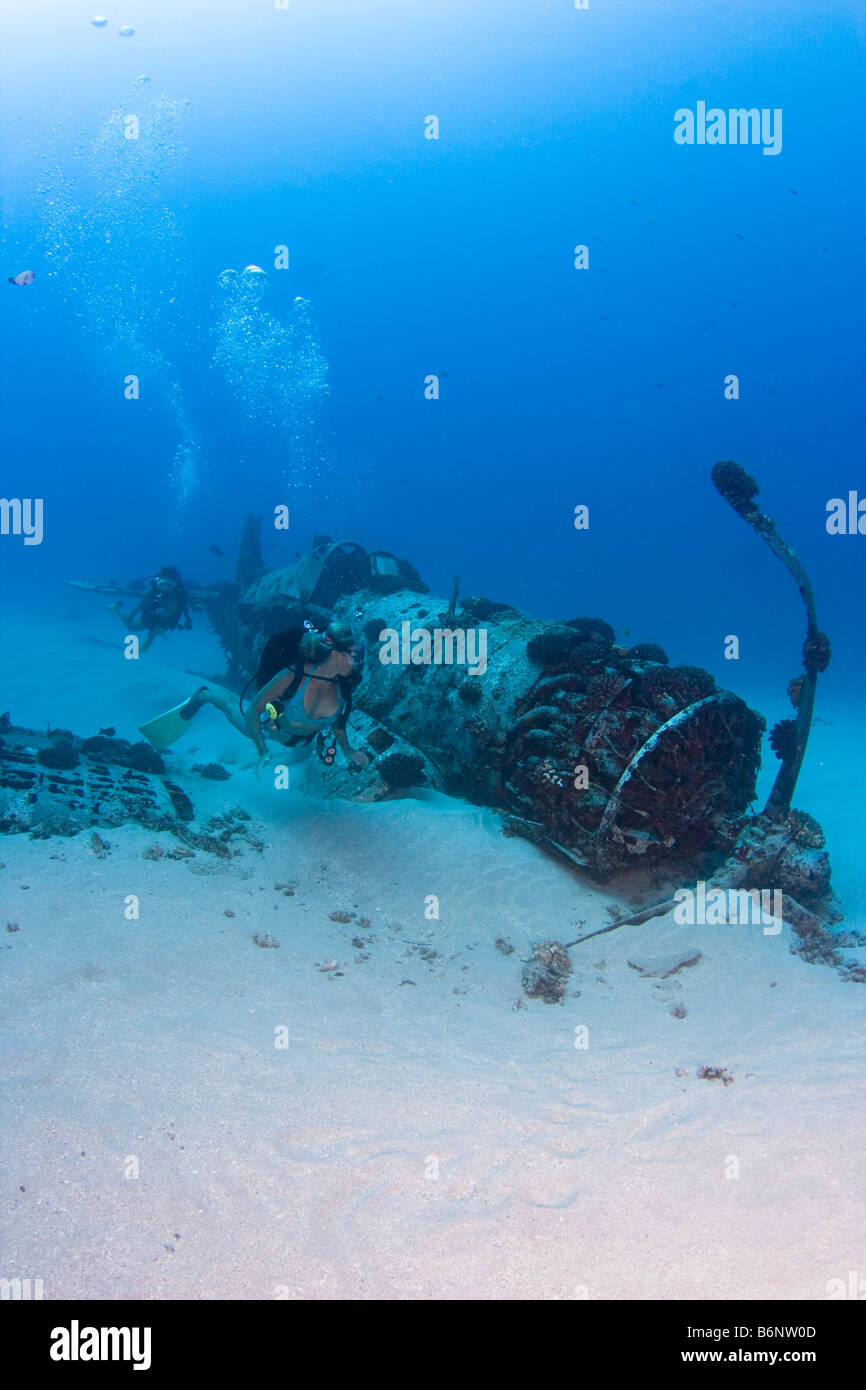 Divers on a WW II Corsair fighter plane off South East Oahu, Hawaii. - Stock Image