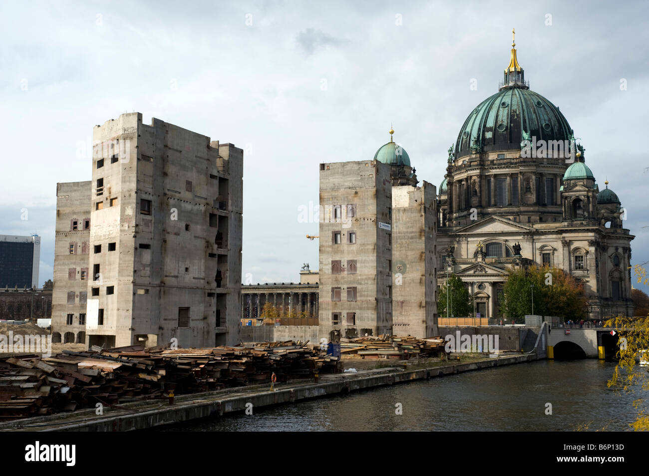 Demolition Of Former East German Ddr Parliament Building
