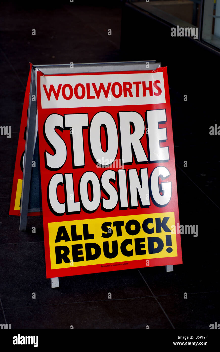 Woolworths store closing sign UK - Stock Image
