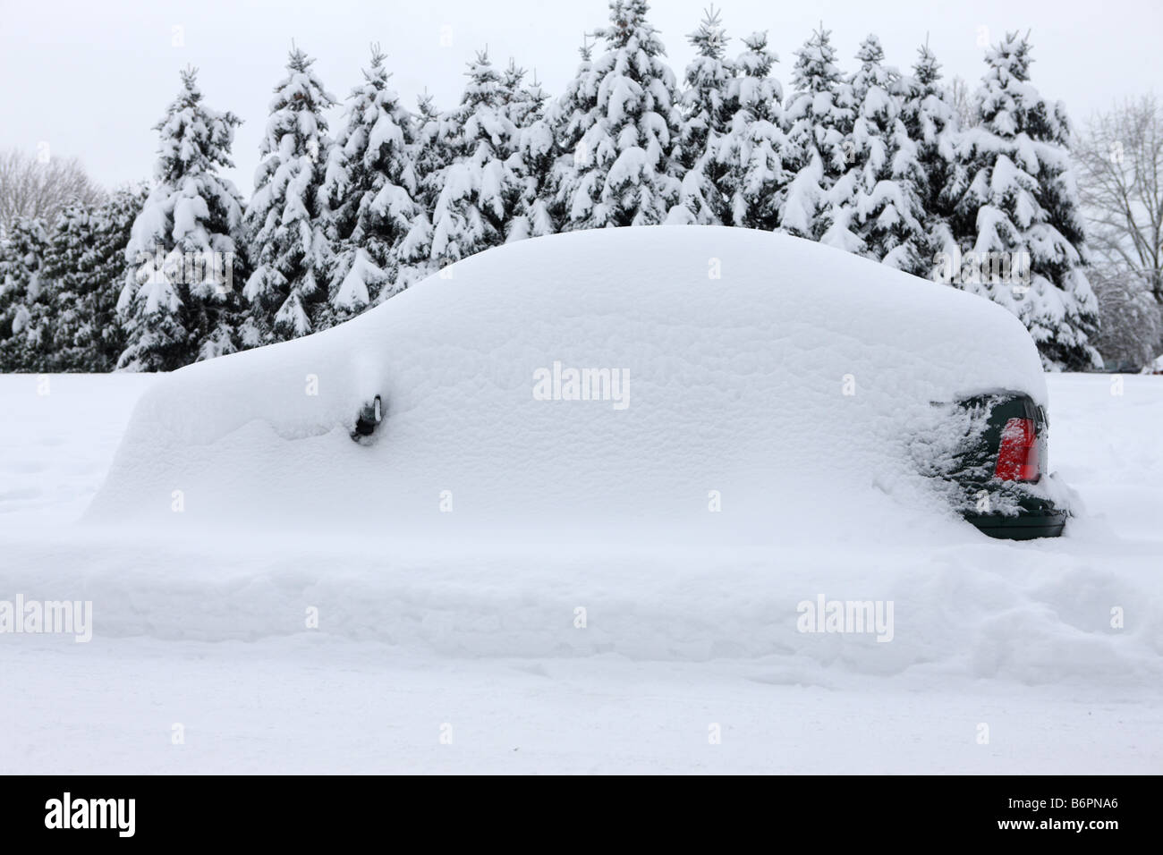 Car completely buried from snow storm - Stock Image