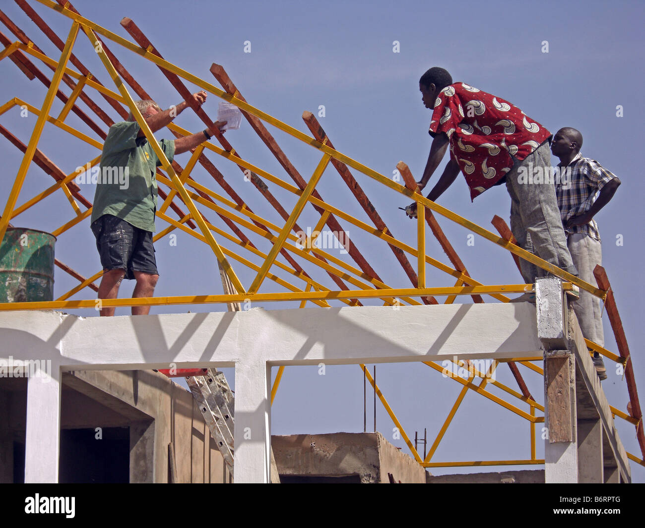 Building Construction Practices : Unsafe work practice on a building site in the gambia west