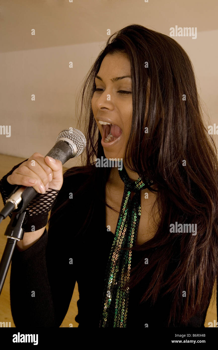 Woman singing - Stock Image