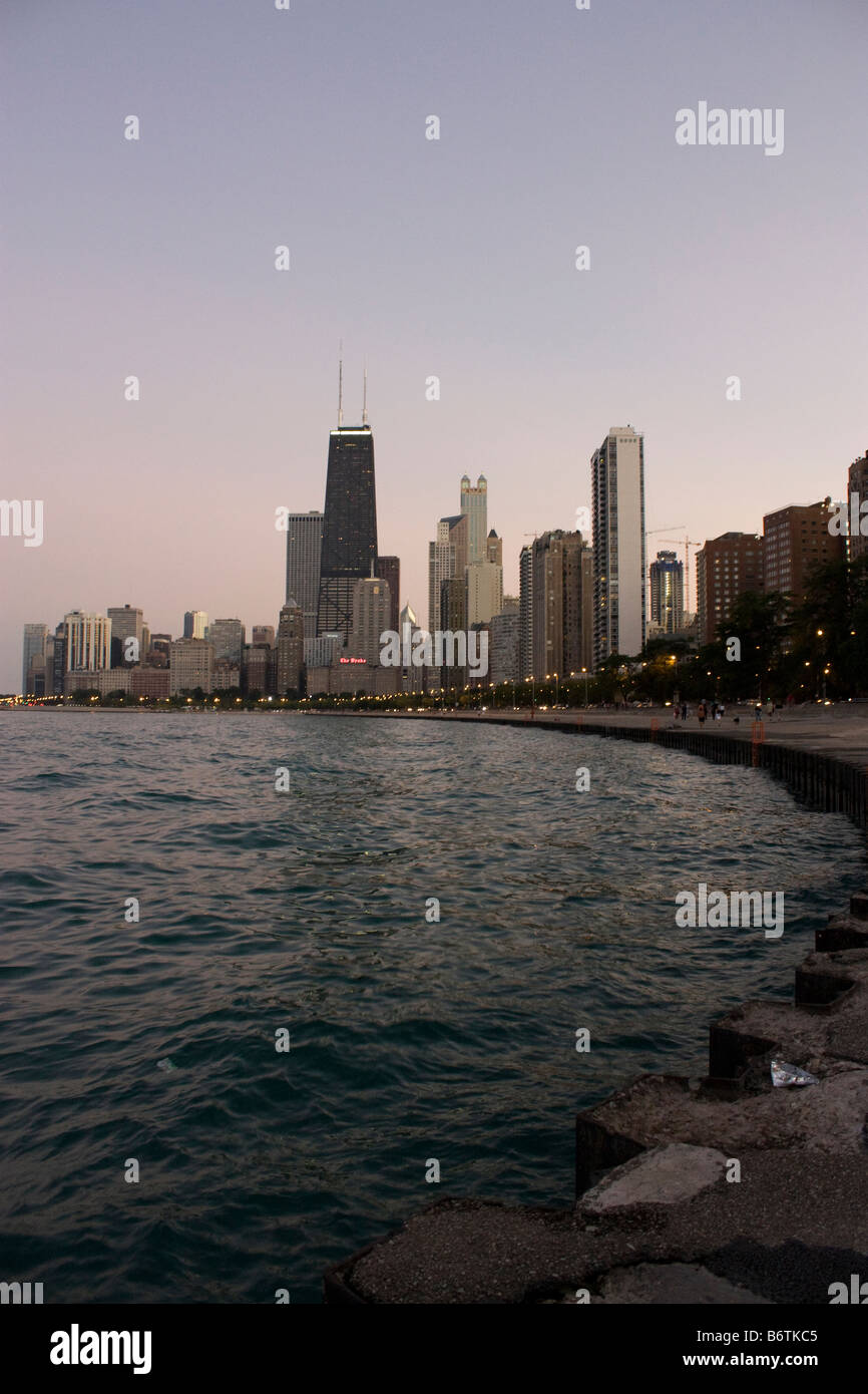 Dramatic view of John Hancock tower along the lakefront in Chicago at dusk - Stock Image