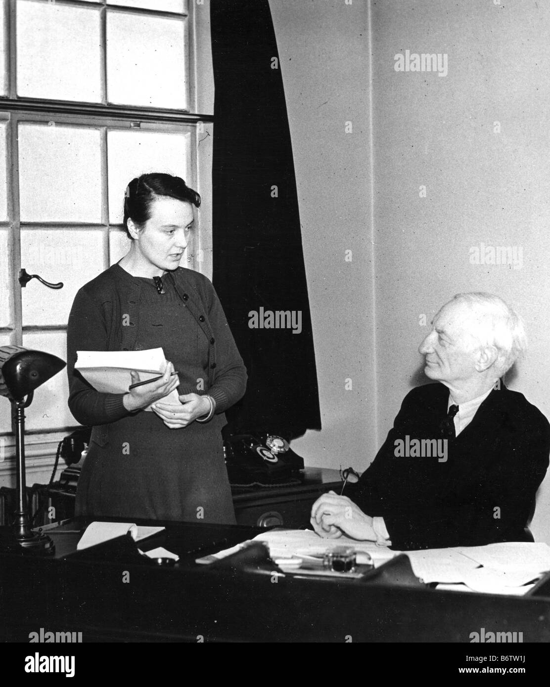 SIR WILLIAM BEVERIDGE British economist and social reformer in 1943 with his private secretary Elizabeth Chambers - Stock Image