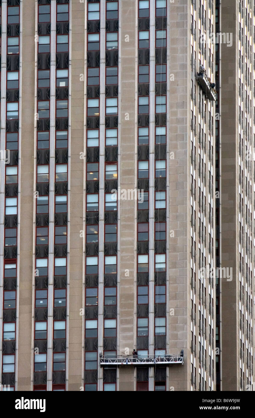 Window Washers On A Platform Clean The Windows Of Empire State Building  In Manhattan New York City USA