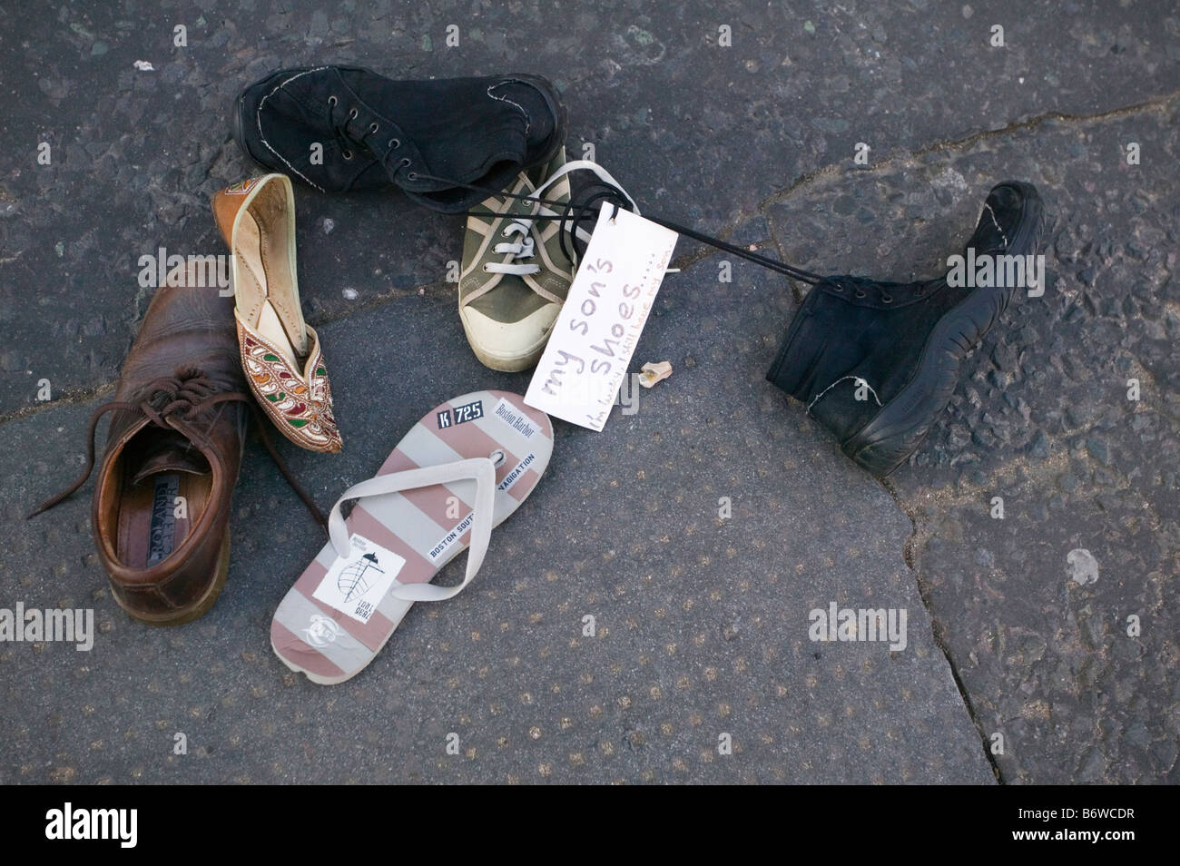 Shoes left with messages at anti-Israeli Demonstration outside Downing Street after attacks on Gaza Strip. - Stock Image