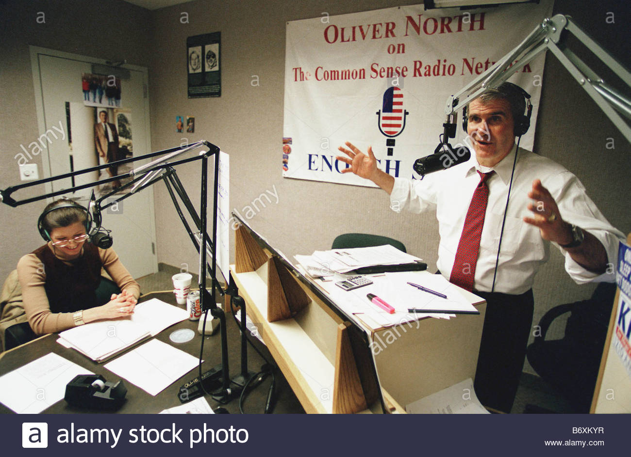 01 28 98 OLLIE NORTH RADIO SHOW Oliver North with guest Karen Kerrigan president of the Small Business Survival - Stock Image